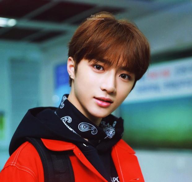 Nhóm nhạc em trai ngậm thìa vàng của BTS: Đẹp trai lạ, thành viên lai quá nổi nhưng ảnh quá khứ mới gây bất ngờ - Ảnh 24.