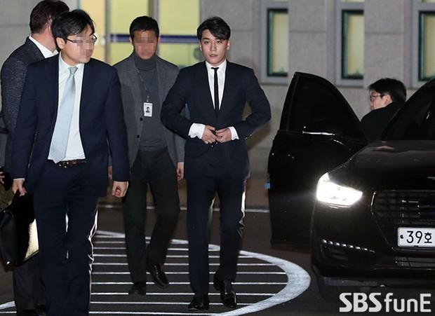 SBS làm căng bê bối của Seungri: Quyết chuyển bằng chứng cho Uỷ ban chống tham nhũng vì nghi cảnh sát có liên hệ - Ảnh 3.