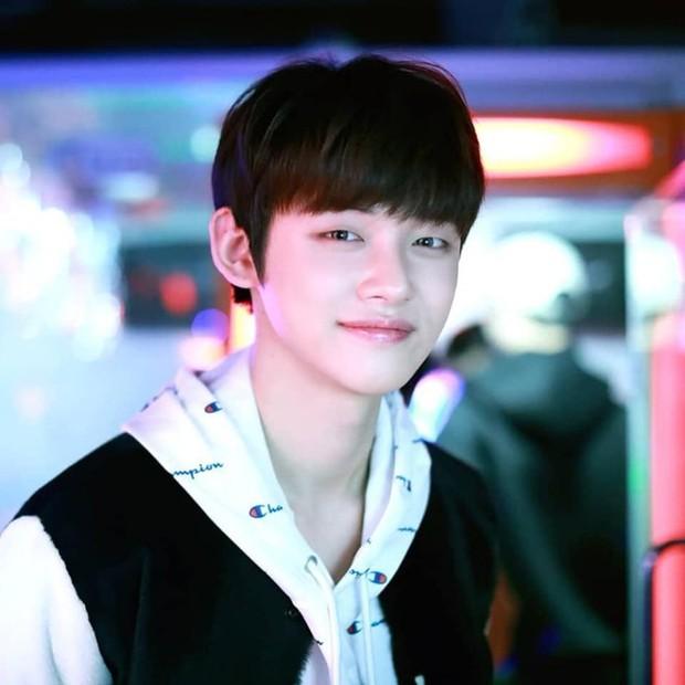 Nhóm nhạc em trai ngậm thìa vàng của BTS: Đẹp trai lạ, thành viên lai quá nổi nhưng ảnh quá khứ mới gây bất ngờ - Ảnh 27.
