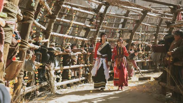 Đông Cung đại hôn xa hoa tột bậc, khán giả nghẹn lòng: Hoa lệ mấy cũng không bằng bái đường giản dị ở thảo nguyên xưa! - Ảnh 13.