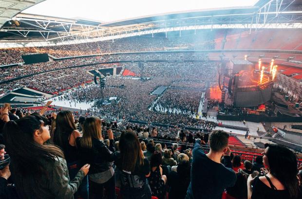 """Trước BTS, các ngôi sao hàng đầu thế giới đã từng chinh phục """"thánh địa"""" Wembley như thế nào? - Ảnh 3."""