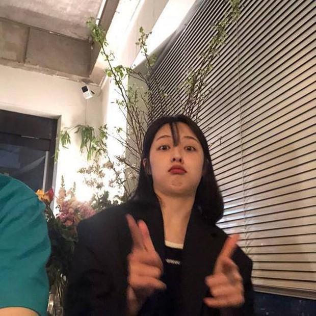 Vừa chụp ảnh làm lố vài kiểu, nữ diễn viên SKY Castle đã bị netizen gán mác hậu duệ Sulli - Ảnh 2.