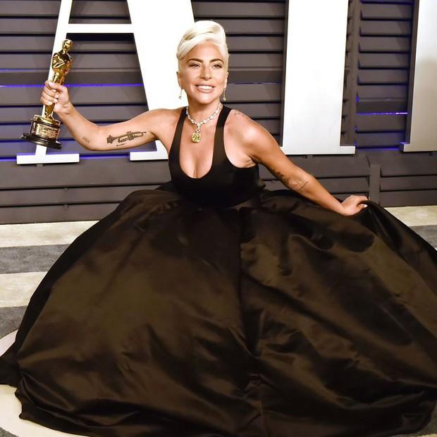 Lady Gaga và loạt biểu cảm quá đà này xứng đáng giành thêm một giải Oscar nữa - Ảnh 1.