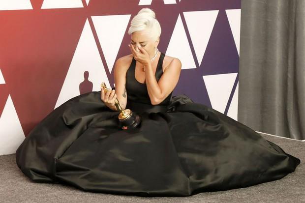 Lady Gaga và loạt biểu cảm quá đà này xứng đáng giành thêm một giải Oscar nữa - Ảnh 3.