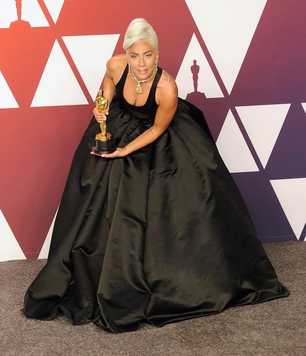 Lady Gaga và loạt biểu cảm quá đà này xứng đáng giành thêm một giải Oscar nữa - Ảnh 6.