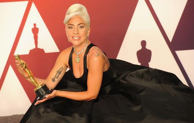 Lady Gaga và loạt biểu cảm quá đà này xứng đáng giành thêm một giải Oscar nữa - Ảnh 2.