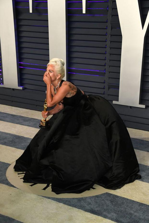 Lady Gaga và loạt biểu cảm quá đà này xứng đáng giành thêm một giải Oscar nữa - Ảnh 7.