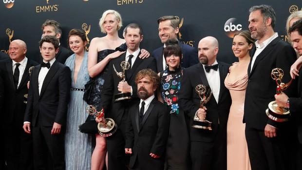 Game of Thrones: Tiệc chia tay Game of Thrones khiến mẹ Rồng rơi lệ - Ảnh 1.