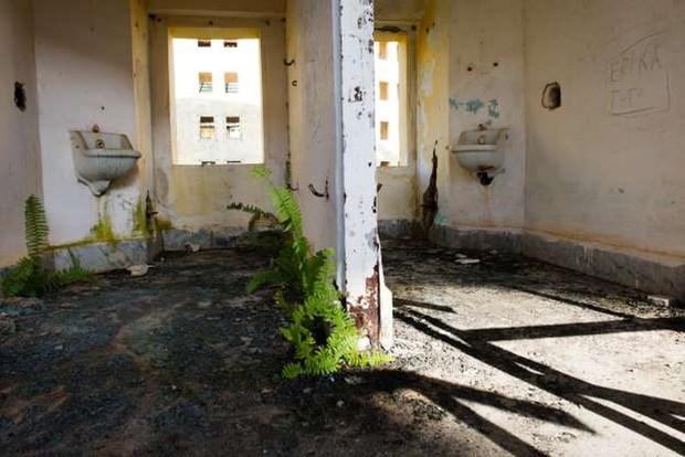 Ảnh: Rợn người những nhà tù bị bỏ hoang như trong phim kinh dị - Ảnh 6.