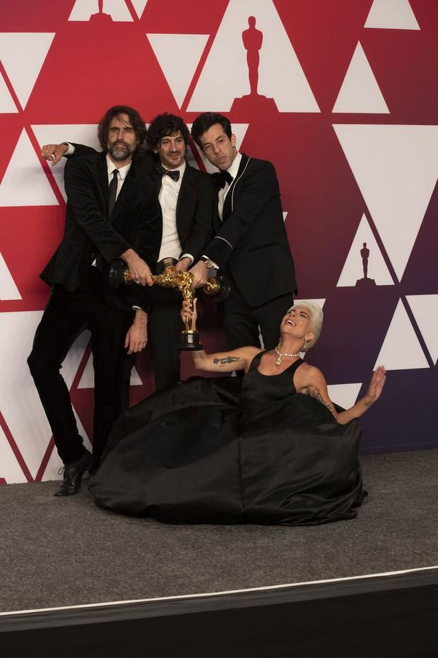 Lady Gaga và loạt biểu cảm quá đà này xứng đáng giành thêm một giải Oscar nữa - Ảnh 5.