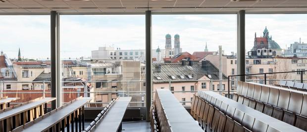 Trường Đại học sáng tạo đỉnh cao với cầu thang trượt Parabol từ tầng 4 xuống tầng 1 giúp sinh viên di chuyển dễ dàng - Ảnh 13.