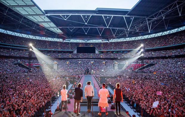 """Trước BTS, các ngôi sao hàng đầu thế giới đã từng chinh phục """"thánh địa"""" Wembley như thế nào? - Ảnh 10."""