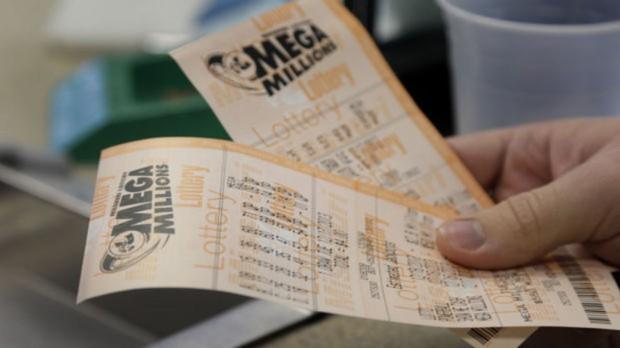 Người đàn ông trúng số hơn 1,5 tỷ đô vì nhường người khác xếp hàng mua vé trước - Ảnh 1.
