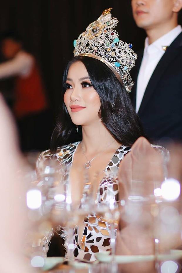 Gương mặt ngày càng khác lạ, nghi can thiệp thẩm mỹ của Phương Khánh sau 4 tháng đăng quang Hoa hậu - Ảnh 3.