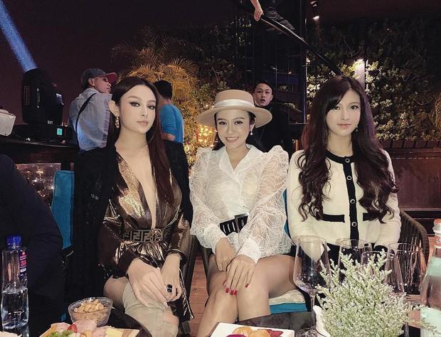 Thử thách Nhà toàn chị em gái cùng dàn hot girl Việt: Đã xinh đẹp lại còn tài năng cả chị lẫn em! - Ảnh 1.