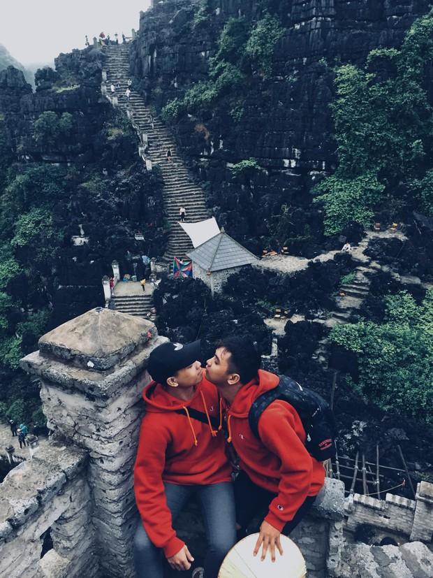 Chuyện tình đồng tính lãng mạn của 2 chàng trai tỏ tình ở Đà Lạt, dắt nhau về ra mắt và nhận được cái ôm của bố mẹ - Ảnh 2.