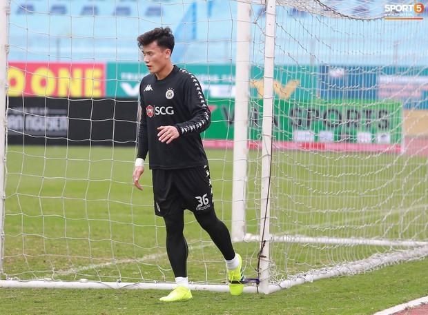 Tiến Dũng lặng lẽ tập hồi phục một mình trong ngày được triệu tập lên U23 Việt Nam  - Ảnh 1.