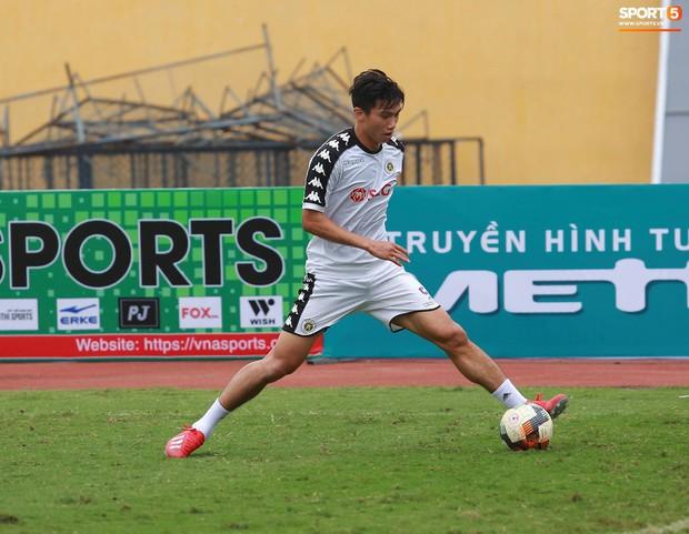 Tiến Dũng lặng lẽ tập hồi phục một mình trong ngày được triệu tập lên U23 Việt Nam  - Ảnh 5.