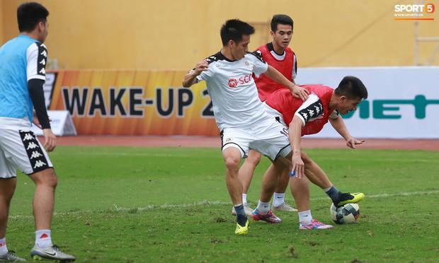 Tiến Dũng lặng lẽ tập hồi phục một mình trong ngày được triệu tập lên U23 Việt Nam  - Ảnh 8.