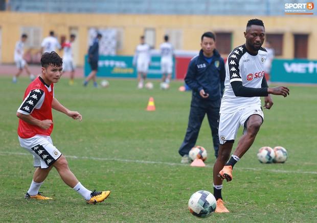 Tiến Dũng lặng lẽ tập hồi phục một mình trong ngày được triệu tập lên U23 Việt Nam  - Ảnh 4.