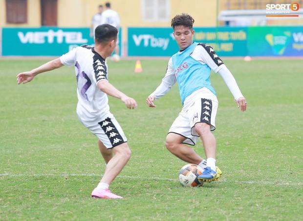 Tiến Dũng lặng lẽ tập hồi phục một mình trong ngày được triệu tập lên U23 Việt Nam  - Ảnh 6.