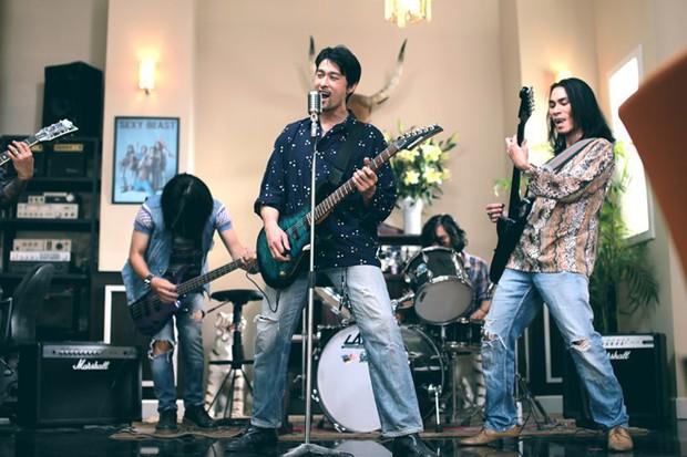 Vừa điển trai lại lắm tài nhưng 6 chàng ca sĩ trên màn ảnh sau đây chỉ được nhớ đến vì nhiều tật - Ảnh 6.