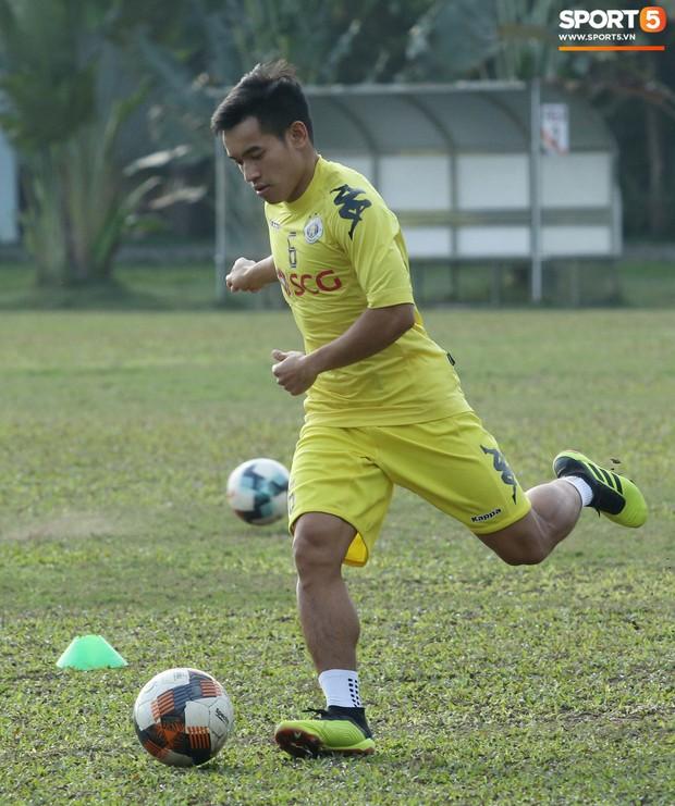 Tiến Dũng lặng lẽ tập hồi phục một mình trong ngày được triệu tập lên U23 Việt Nam  - Ảnh 7.