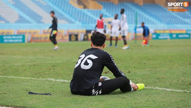 Tiến Dũng lặng lẽ tập hồi phục một mình trong ngày được triệu tập lên U23 Việt Nam  - Ảnh 2.