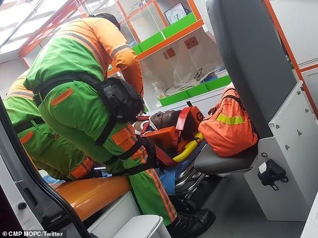 Xe buýt chở đội bóng bị lật, ít nhất 55 người thương vong - Ảnh 2.
