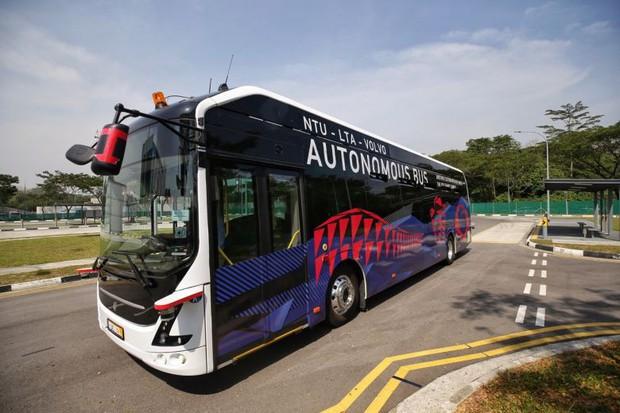 Xe bus điện không người lái đầu tiên trên thế giới - Ảnh 1.
