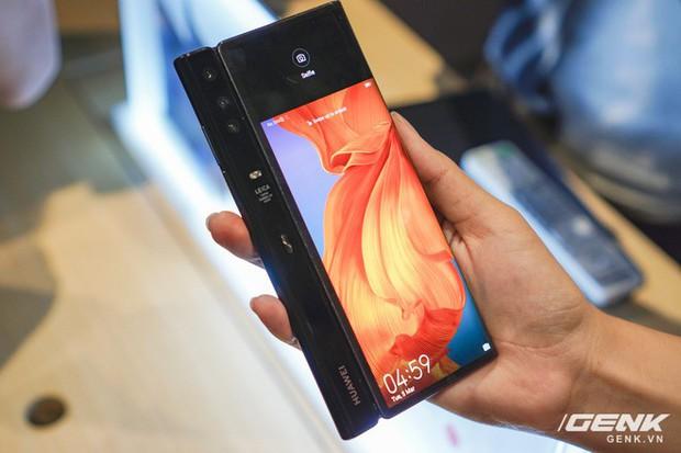 Huawei Mate X đầu tiên về Việt Nam: Soi gương cực nhanh, có chỗ giấu tiền và giá thì có 60 triệu - Ảnh 11.