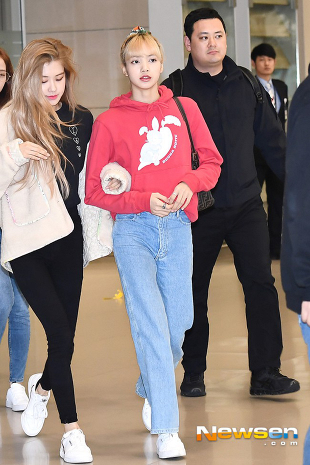 Hà Hồ phô trương ngực trần, Quỳnh Anh Shyn phải mượn áo để chinh chiến street style với dàn sao quốc tế tại Paris - Ảnh 15.