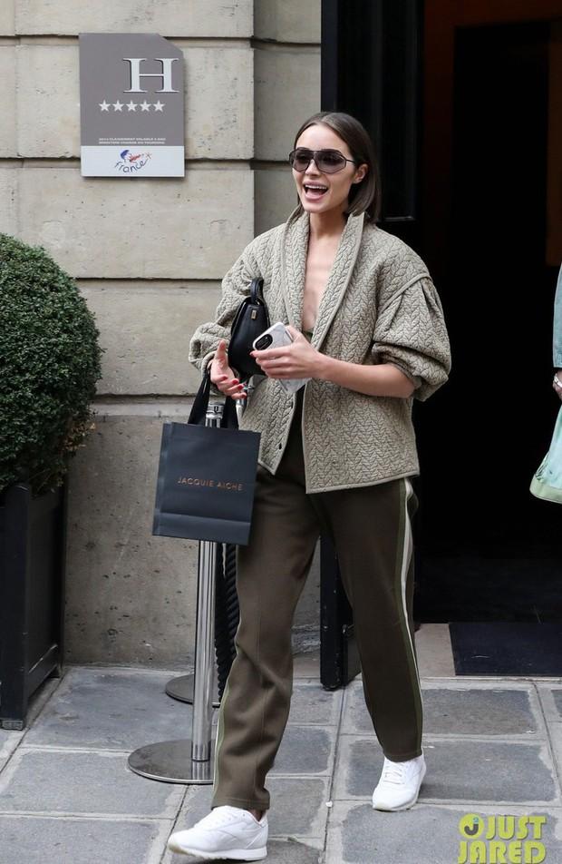 Hà Hồ phô trương ngực trần, Quỳnh Anh Shyn phải mượn áo để chinh chiến street style với dàn sao quốc tế tại Paris - Ảnh 20.