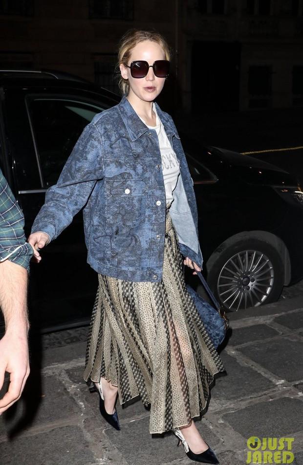 Hà Hồ phô trương ngực trần, Quỳnh Anh Shyn phải mượn áo để chinh chiến street style với dàn sao quốc tế tại Paris - Ảnh 21.