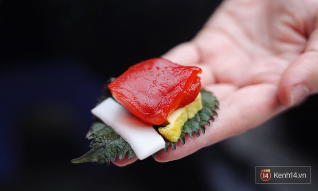 Nhìn xịn như sushi nhưng chỉ 30k một suất đặc sản này ở Hà Nội, chưa đến hè mà dân tình đã rục rịch tìm ăn - Ảnh 3.