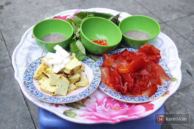 Nhìn xịn như sushi nhưng chỉ 30k một suất đặc sản này ở Hà Nội, chưa đến hè mà dân tình đã rục rịch tìm ăn - Ảnh 2.