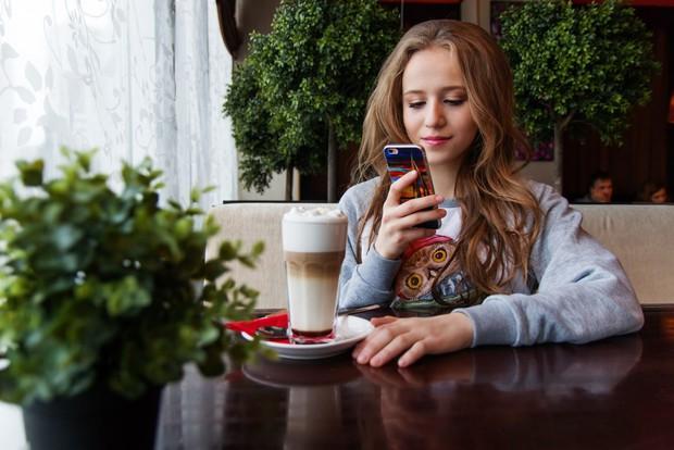 Có những thói quen ăn uống gây hại lớn cho sức khỏe mà giới trẻ thường xuyên mắc phải, nhất là cái số 2 - Ảnh 2.