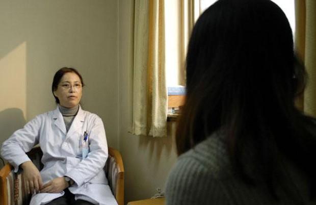 Cô gái 21 tuổi bị suy buồng trứng sớm chỉ vì thói quen ban đêm mà giới trẻ mắc phải rất nhiều - Ảnh 3.