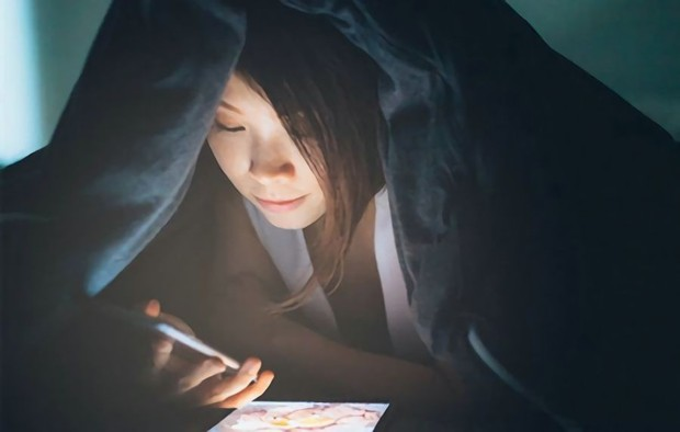 Cô gái 21 tuổi bị suy buồng trứng sớm chỉ vì thói quen ban đêm mà giới trẻ mắc phải rất nhiều - Ảnh 2.