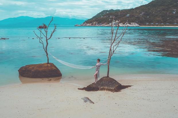 Sở hữu body đỉnh như Tóc Tiên thì ai cũng muốn đi biển 1 ngày, mặc đủ loại bikini chụp hình đăng cả tháng - Ảnh 10.