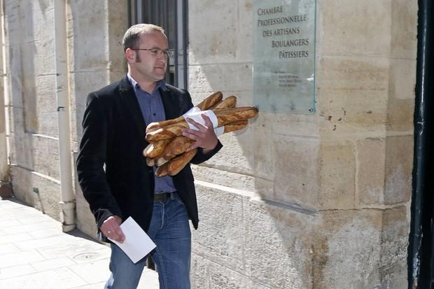 Người Pháp luôn đi bộ với bánh mì kẹp trong nách, nghe buồn cười nhưng phải xem những điều này mới hiểu - Ảnh 1.