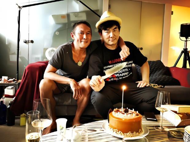 Chuyện thật như đùa: Nam diễn viên Bao Thanh Thiên tươi rói đạp xe tới dự phiên tòa vì tội danh cưỡng dâm - Ảnh 8.