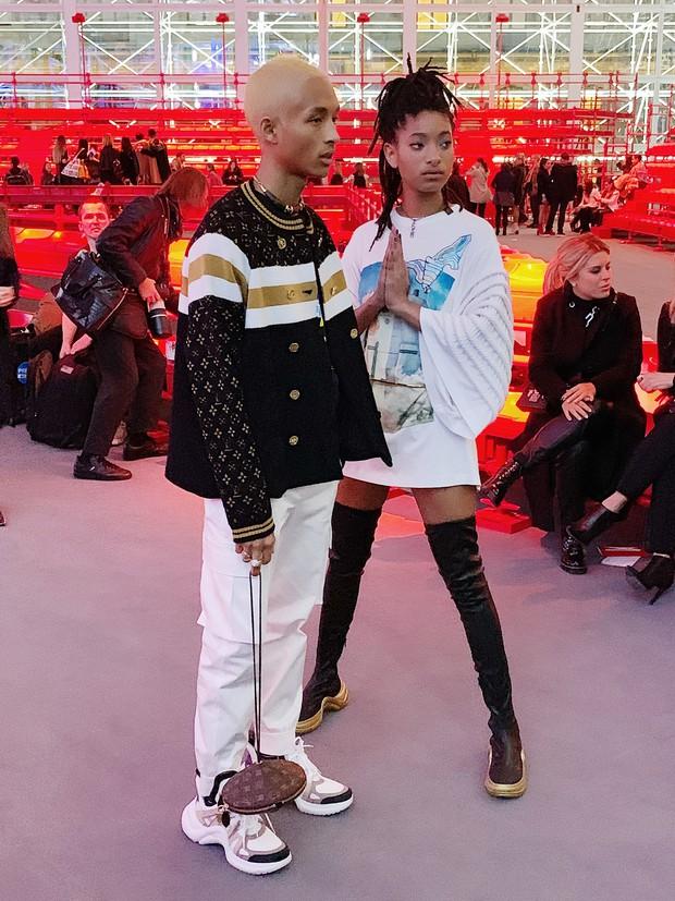 Cứ ngỡ sang Paris chỉ để... chụp ảnh cho vui, nào ngờ Khánh Linh The Face được dự hẳn show Louis Vuitton - Ảnh 6.