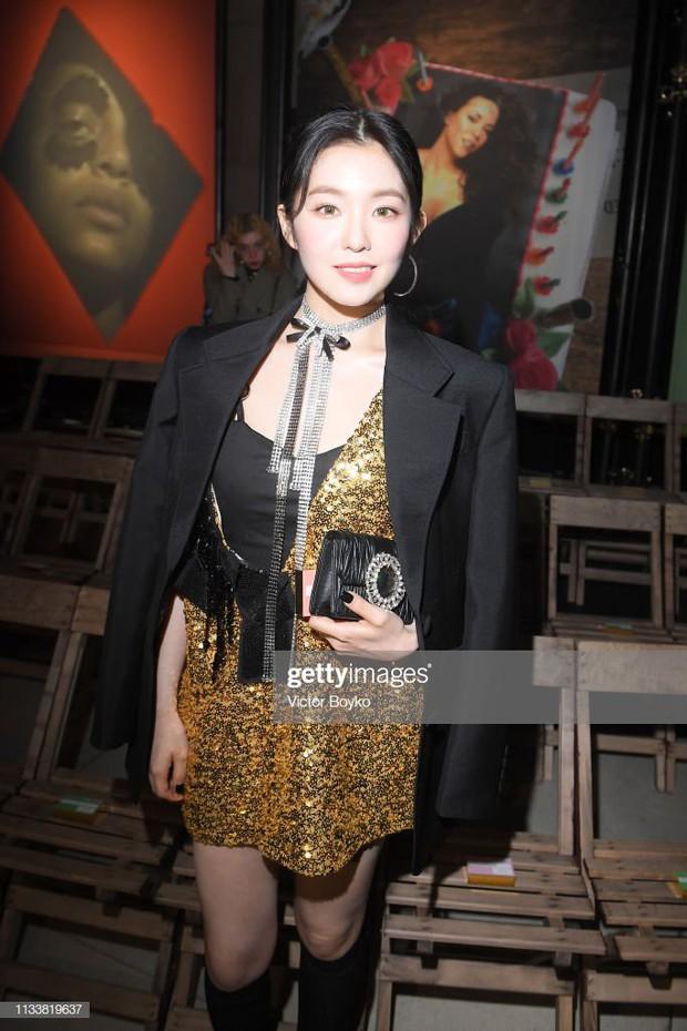 Nữ thần đẹp nhất nhà SM gây bão khi đi show: Trắng bật tông đến mức bất chấp đèn flash, dìm cả người nước ngoài - Ảnh 16.