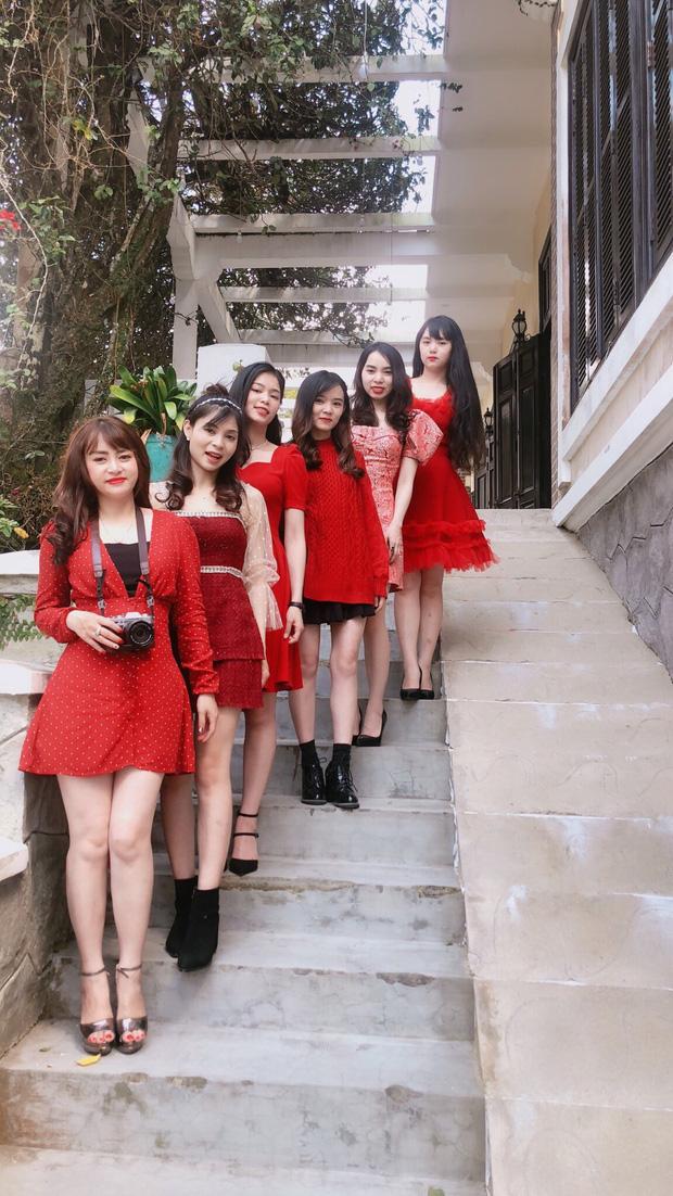 Thiếu nữ khoe ảnh nhà có 6 chị em gái, dân mạng lú vì không thể phân biệt được, đã vậy họ còn cùng tên! - Ảnh 1.