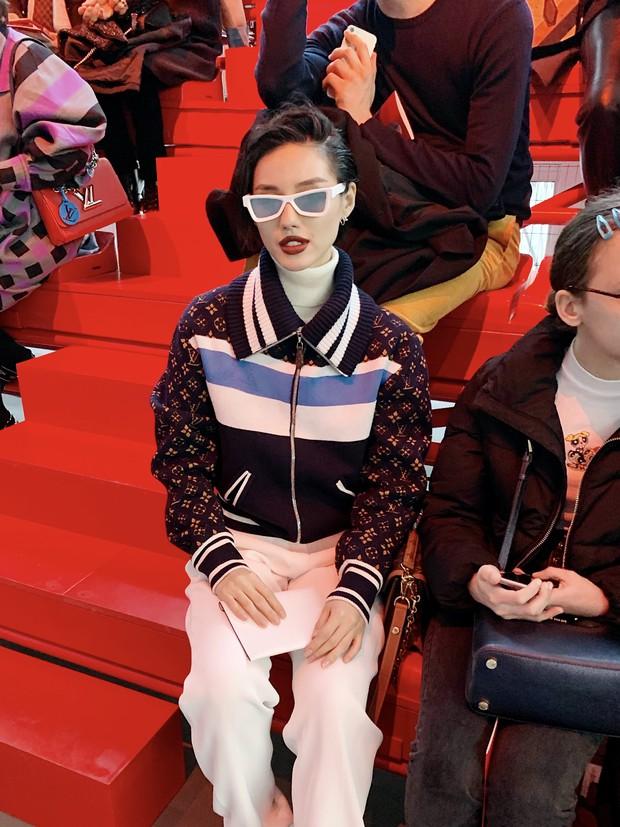 Cứ ngỡ sang Paris chỉ để... chụp ảnh cho vui, nào ngờ Khánh Linh The Face được dự hẳn show Louis Vuitton - Ảnh 3.