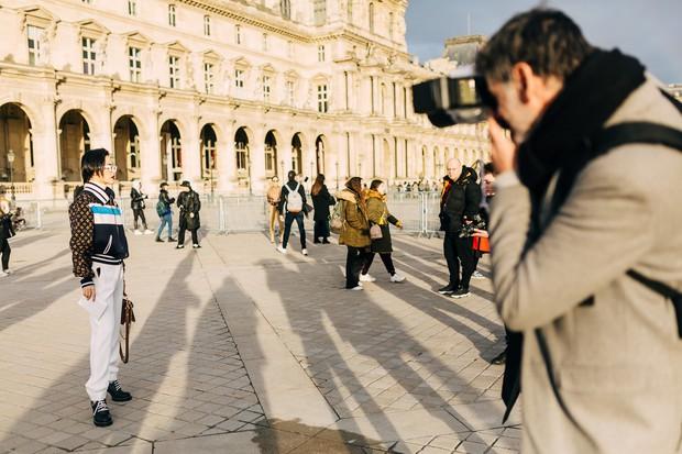 Cứ ngỡ sang Paris chỉ để... chụp ảnh cho vui, nào ngờ Khánh Linh The Face được dự hẳn show Louis Vuitton - Ảnh 1.