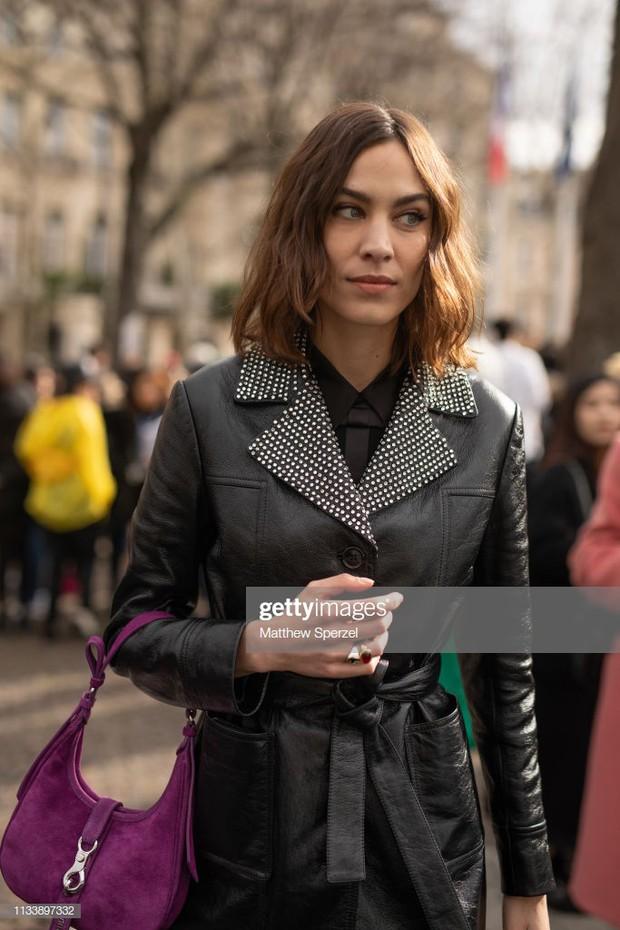 Không bị dìm bởi ống kính phóng viên nước ngoài, Irene đẹp xuất sắc, lấn át cả người yêu Brooklyn Beckham tại show Miu Miu - Ảnh 6.