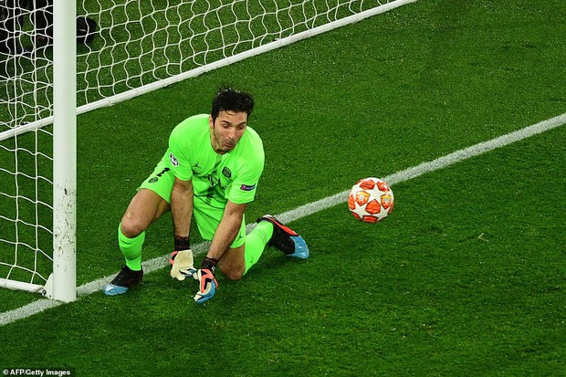 22 năm tỏ tình với Champions League vẫn bị khước từ, bỏ đi thôi anh chàng thủ môn 41 tuổi của PSG - Ảnh 1.
