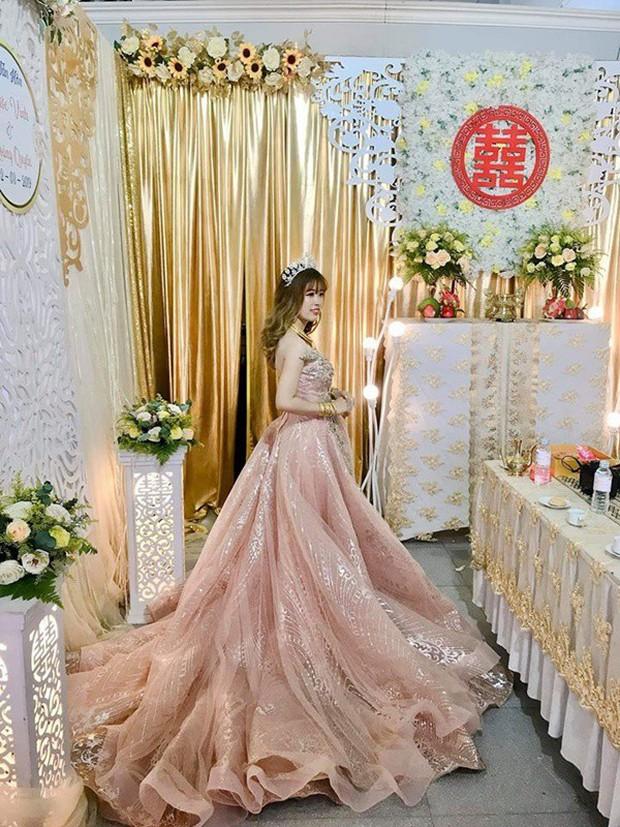 Hình ảnh cô dâu đeo vàng trĩu người khiến dân mạng hài hước xuýt xoa: Lấy chồng đúng là một gánh nặng! - Ảnh 4.